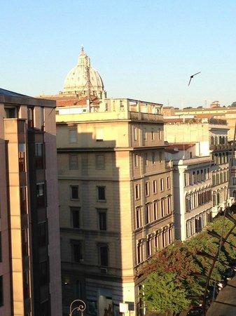 Cola Vatican Rooms: Vista dalla stanza 503 sul balcone
