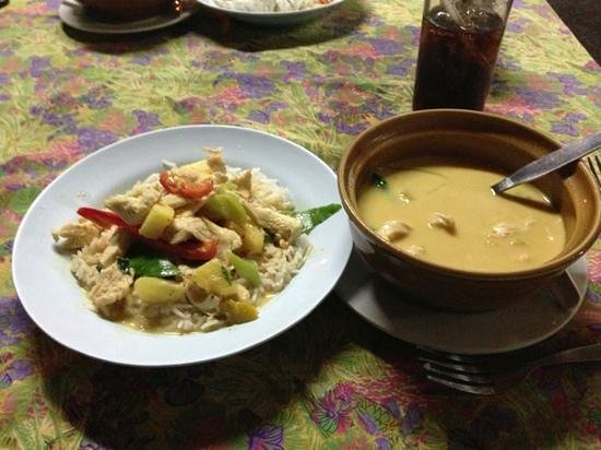 Uncle Noi : Coconut curry with chicken and SPICES!