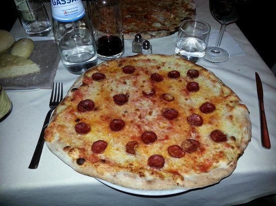 La Bruschetta : salami pizza @ le bruschetta