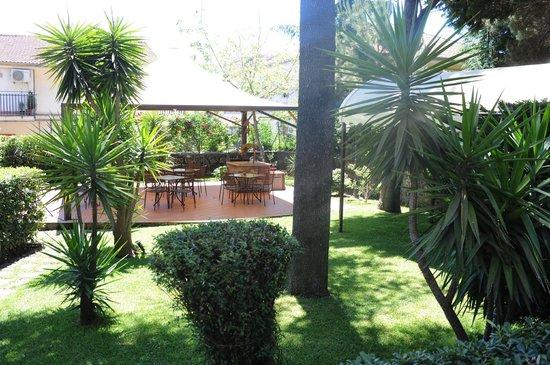 Hotel Alle Pendici Dell'Etna: GIARDINO