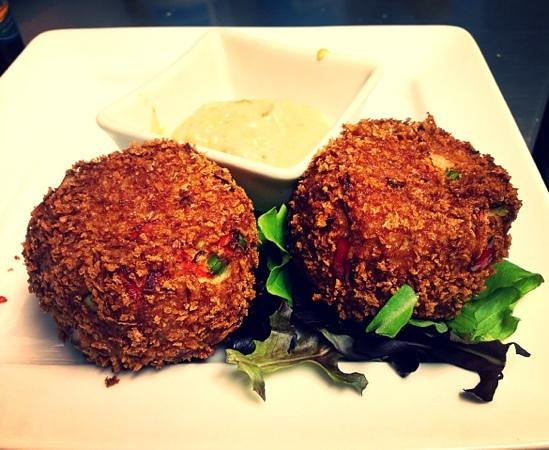 Cameron's Restaurant: New Orleans Style Crab Cake w/ Cajun Remoulade