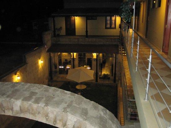Hotel Santa Rosa: vue du jardin depuis les chambres
