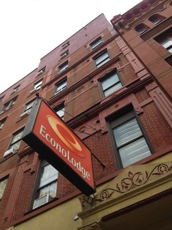 Econo Lodge Times Square: Econo Lodge from 47th Street