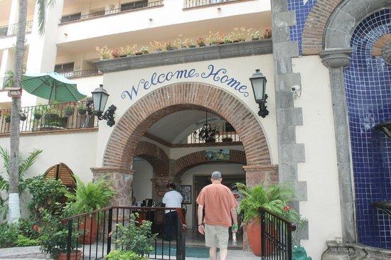 Vallarta Torre: entrance