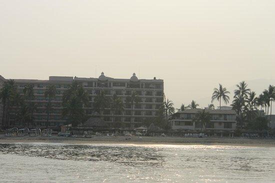 Vallarta Torre: Hotel from water