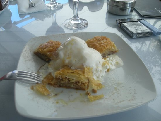 Livadhiotis City Hotel: Baklava and ice cream