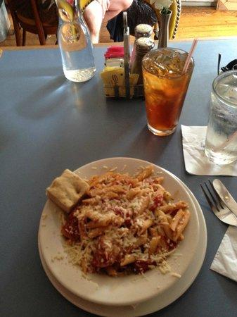 Starving Artist Cafe: Penne Pasta with Shrimp & Calamari