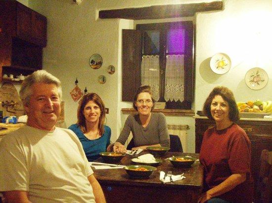 Agriturismo Cretaiole di Luciano Moricciani: Kitchen in Il Granaio