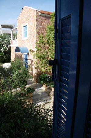 Metohi Georgila : Bedroom view across grounds