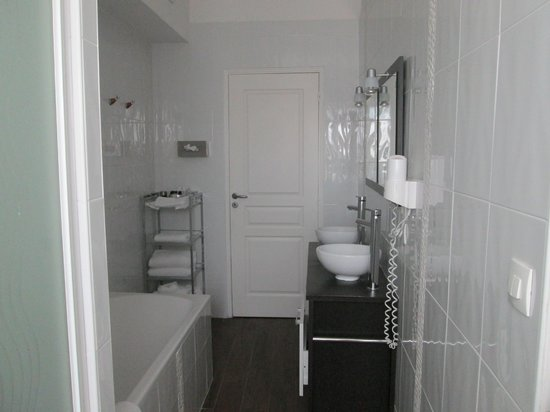 Hotel Le Pavillon des Lys : Room 20 bathroom