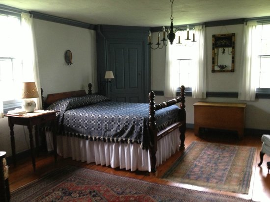 River Bend Farm: bedroom