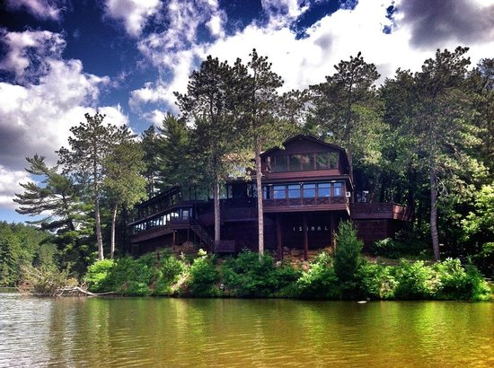Lake Delton, WI: Lake view of Ishnala Supper Club