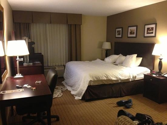 Holiday Inn Kalamazoo-West: room