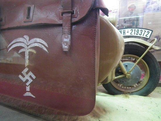 El Alamein War Museum: Borsa dell'AfrikanKorps su BMW con carrozzino