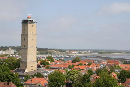 Holland Personal Tour Guide : the town of west-tserchelling