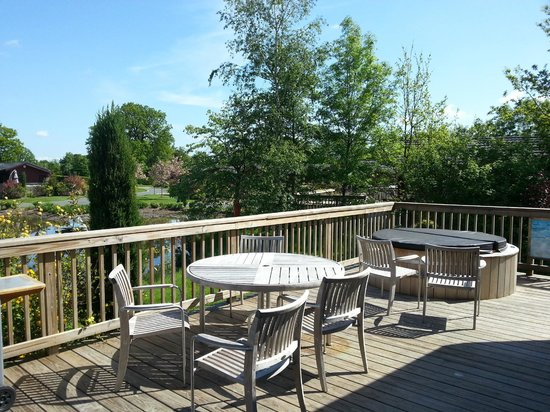 Self Catering Breaks at Rudding Park: Gleneagles Lodge, hot tub and outside dining area