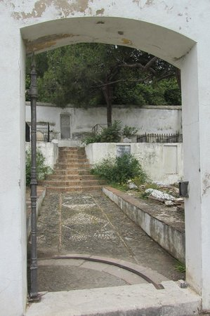 Cementerio Inglés de Málaga: Entrance to the children's section of the cemetery.