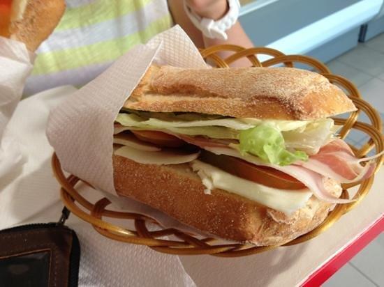 Su Panin'e Omu: Käse Schinken Sandwich