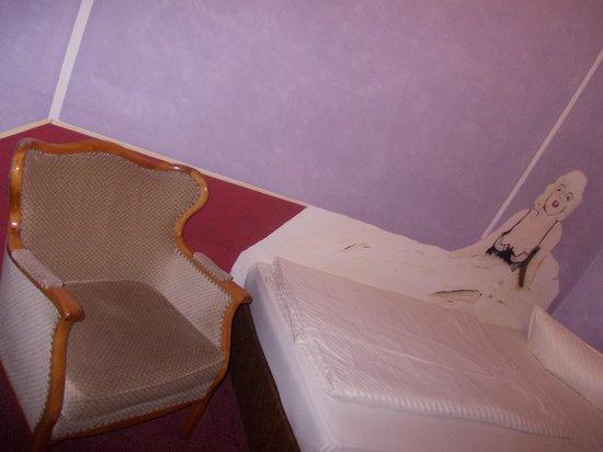 kosmos hotel - stanza nr 42 - letto