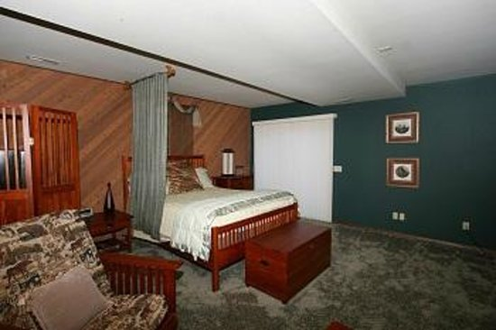 Wildwood Farm Bed and Breakfast : Master Suite