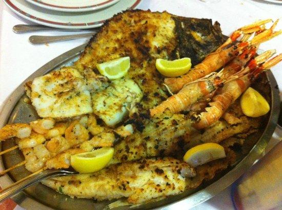 Cupra Marittima, Italia: grigliatina di pesce