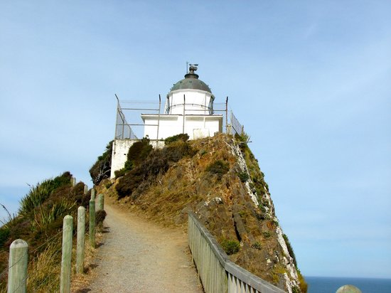 Nugget Point: Approaching the lighthouse