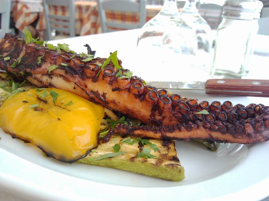 Parea Tavern: grilled octopus with vegs