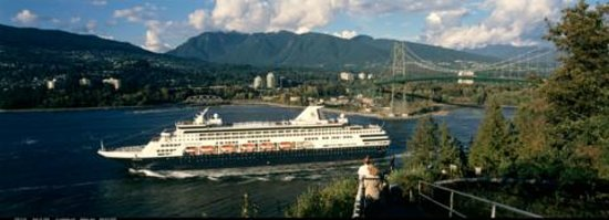 Ocean Breeze Bed and Breakfast: Watch Alaskan Cruisesahips passing by