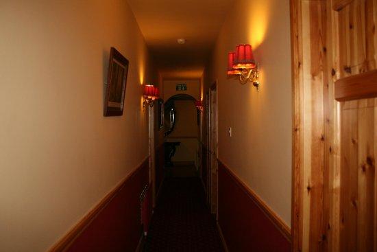 O'Shea's Ceol Na Habhann: Hallway