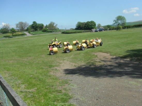 Thornton Hall Farm Country Park: Caterpiller Ride