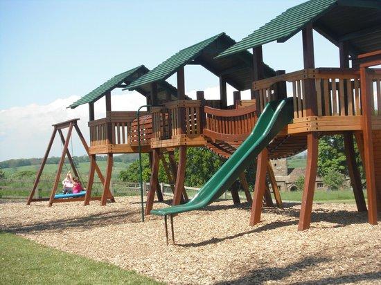 Thornton Hall Farm Country Park: Play area