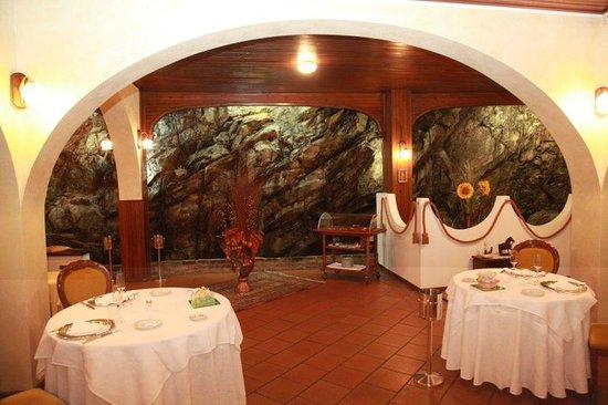 La Rocca: sala interna ad archi