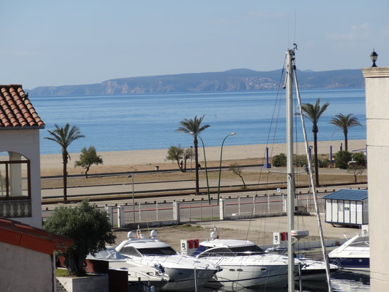 Apartamentos Pierre & Vacances Empuriabrava Marina: Au loin, la plage d'Empuriabrava