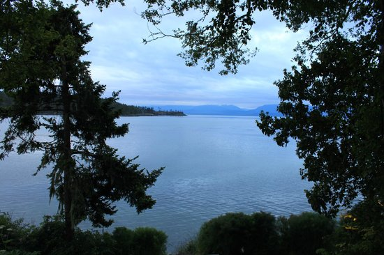 Sooke Harbour House: The view from the patio