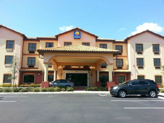 Comfort Inn & Suites Northeast - Gateway: The front of the hotel
