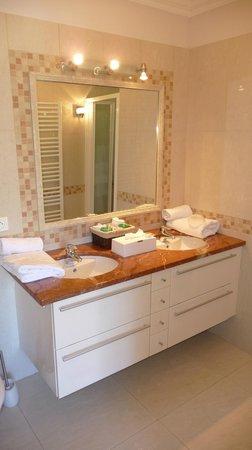 Villa Stephanie : Nice sized and spotlessly clean bathroom