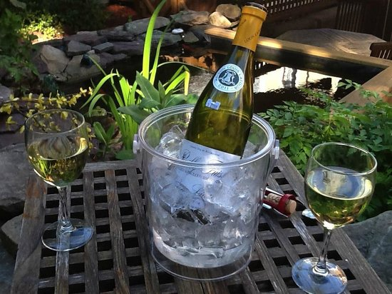 The Provincetown Hotel at Gabriel's: Relaxing in the garden