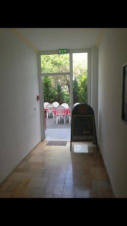 KEMPE Komfort Hotel: Gang zur Terrasse