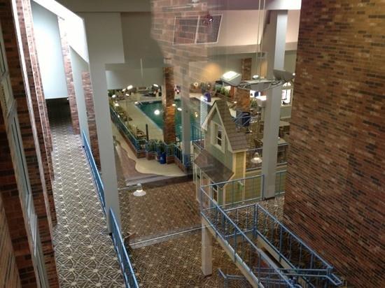 Holiday Inn Kalamazoo-West: Pool area from 4th floor