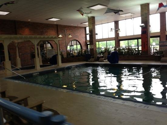 Holiday Inn Kalamazoo-West: pool