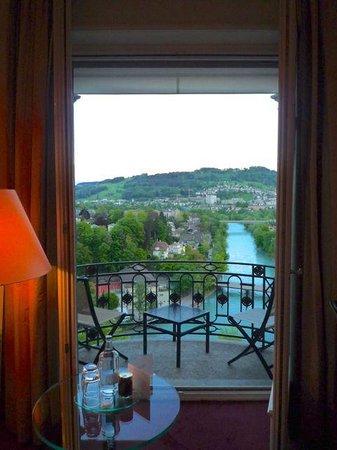 BELLEVUE PALACE Bern: La vue depuis la chambre sur le paysage Bernoi, l'Aar et le Gurten
