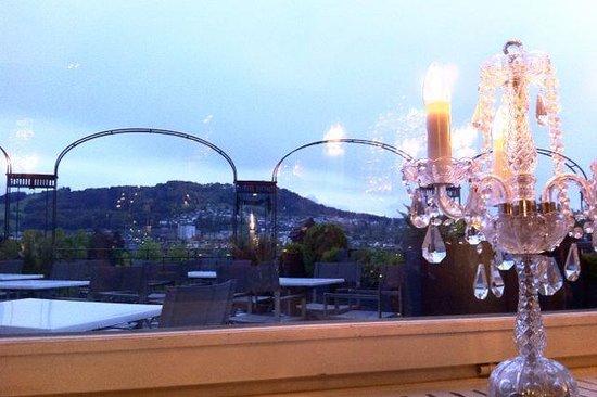 BELLEVUE PALACE Bern: La vue depuis la salle du restaurant