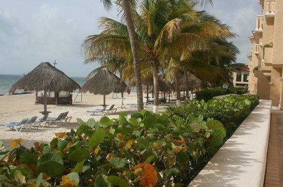 All Ritmo Cancun Resort & Waterpark: Beach area