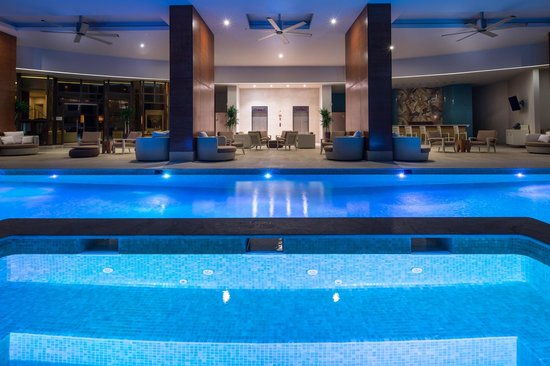 Waldorf Astoria Panama: At level 7 you will find an outdoor swimming pool.