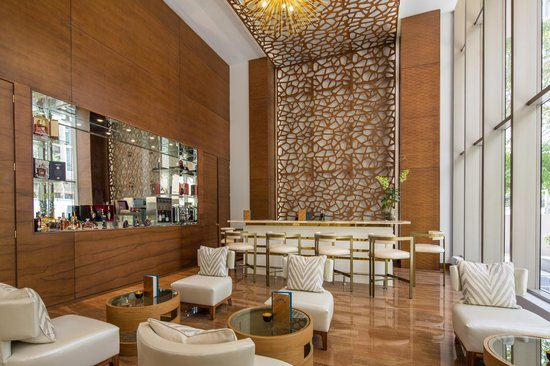 Waldorf Astoria Panama: Peacock Alley, a sophisticated and intimate lobby bar.