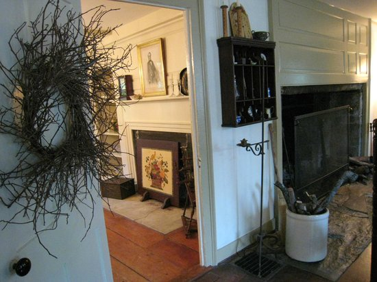 Jonathan Foote 1778 House: JoAnn's lovely decorating flair