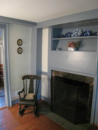 Jonathan Foote 1778 House: China Blue room