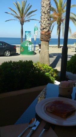 Sol Los Fenicios by Melia: desayunando en la terraza de la cafeteria
