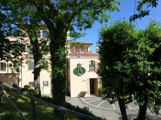 Villa Vecchia Hotel: Front of hotel