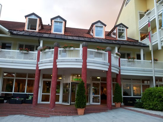 Hotel St. Wolfgang: Ingresso (da zona pedonale)